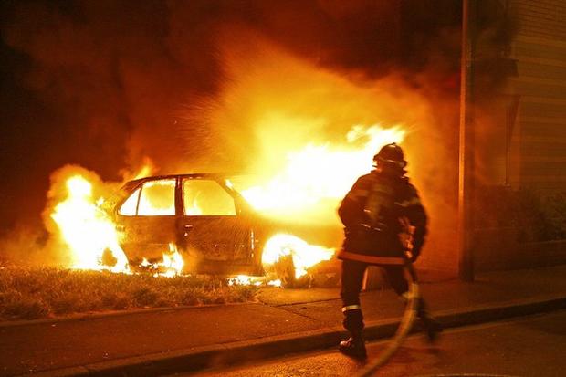 горит автомобиль