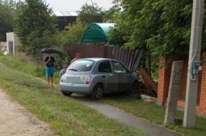 В Конаковском районе автоледи врезалась в забор