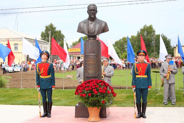 02-08-памятник-министр