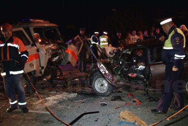 ВТвери автомобиль лоб влоб столкнулся со«скорой»— два человека погибли