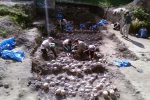 раскопки на месте массовых расстрелов во Владимире-Волынском