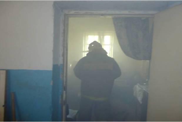 ВТвери из-за небрежного обращения с огнём горела квартира