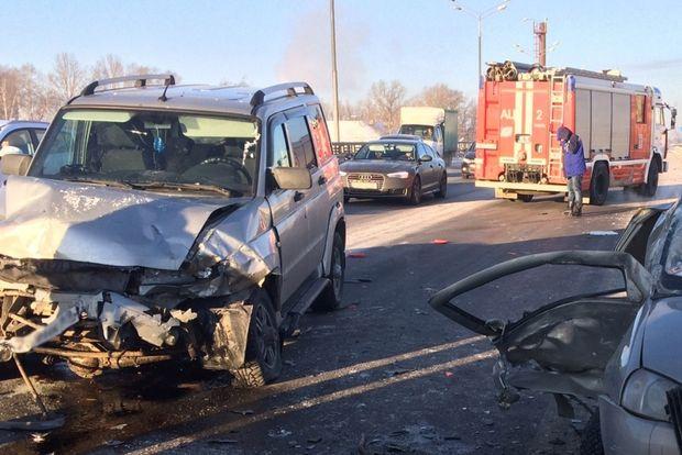 НаМигаловской эстакаде дороги М-10 случилось ДТП— необошлось без жертв