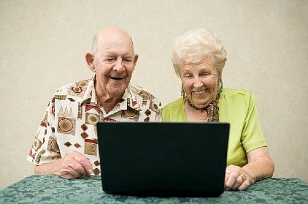 пожилые за компьютером