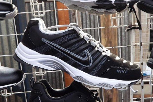 поддельная спортивная обувь