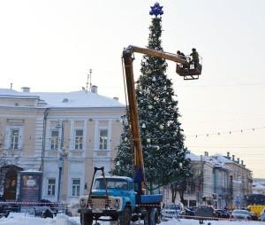 демонтаж елки на площади ленина