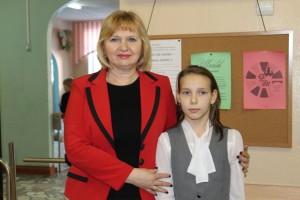 директор школы №34 Вера Панкова и ученица 3 «Г» класса Анна Остренкова