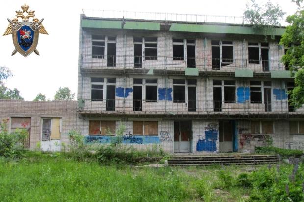 07-06-подросток-здание