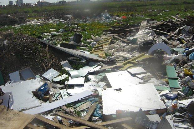 несанкционированная свалка отходов строительства