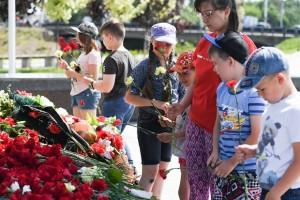 возложение цветов-обелиск победы-дети