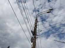 Фонарь с проводами