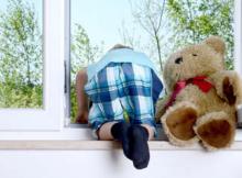 ребенок-балкон-окно