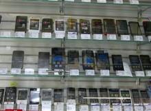 витрина с телефонами