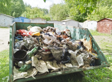 мусорный бак лето