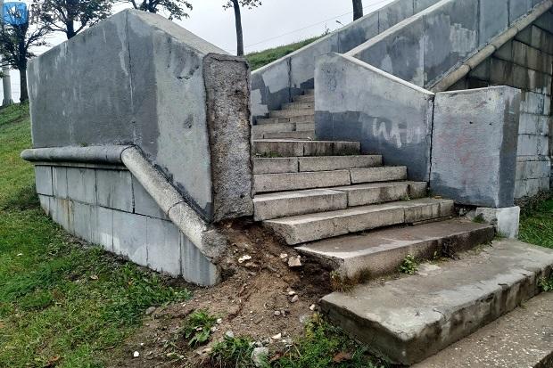 Тверь лестницы на ноом мосту