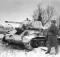 Генерал-лейтенант П. А. Ротмистров рядом с танком