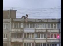 забрались на крышу